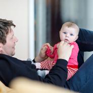 Két hónap fizetett szülői szabadság, avagy apukák, itt a lehetőség!